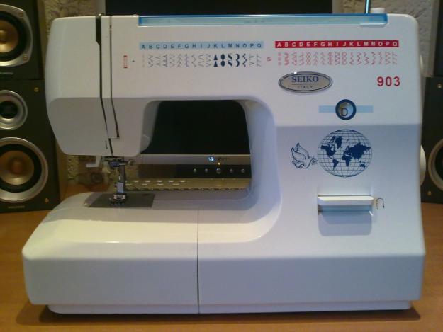 Описание: Строчит, как пулемет.  Одна из первых швейных машинок - ручная. покрывало на кровать, шей и ка париж.